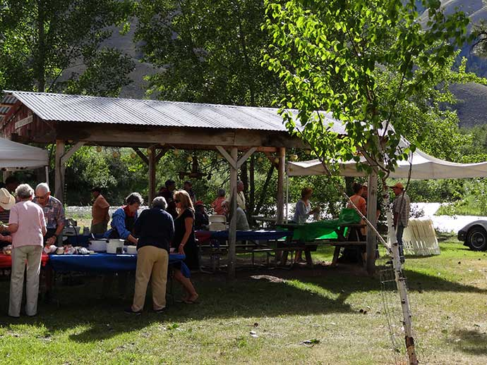 Waterfront RV Parks, Riverside Dining
